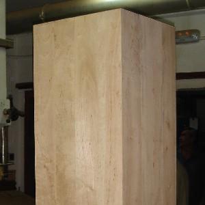 Encolado de piezas - Proceso de unión de dos o más piezas de madera para conseguir piezas de mayor tamaño.