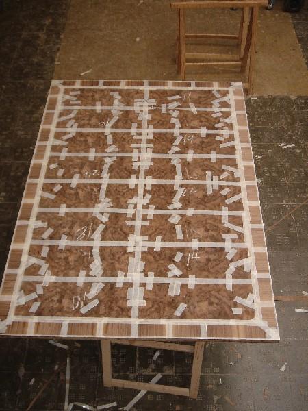 Tapa de mesa en raiz de nogal con cantos macizados - Tapa de mesa en raiz de nogal con cantos macizados y moldurados.