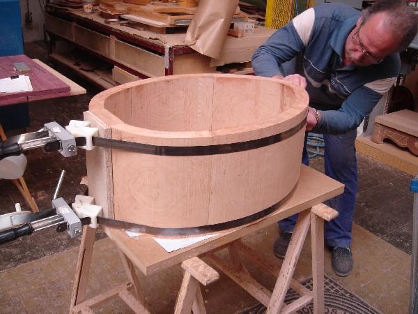 Cuna con forma oval en madera maciza de cerezo. - Construcción de una cuna con forma oval en madera de cerezo americano.