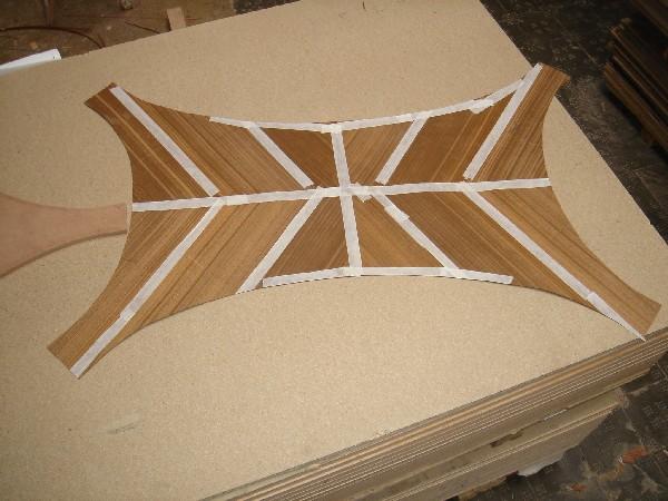 Tapa en embero con plumeada a cuatro aguas con espiga inglesa - Construcción de una tapa de mesa con forma singular en hoja de embero plumeada a cuatro aguas con espiga inglesa