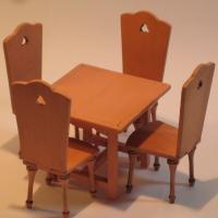 Mesa cocina y 4 sillas pintadas - Mesa de cocina Miniarte y 4 sillas cocina montadas y pintadas.