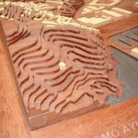 Elaboración de componentes para trabajos específicos. - Fabricación de componentes de madera para determinados procesos industriales.