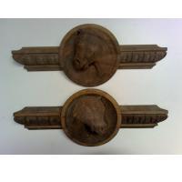 Molduras de nogal con figura de caballo tallada - Fabricación de dos piezas de moldura en nogal, con una cabeza de caballo tallada en las mismas.