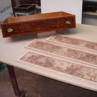 Frentes de cajón louppe de Olmo - Chapeado de frentes de cajón en chapa de louppe de Olmo.