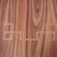 Incrustación de grecas en plafón de palosanto - Incrustación de grecas de marquetería sobre plafón cubierto con chapa de palosanto