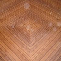 Plumeado de nogal de una tapa de mesa - Tapa de mesa de juntas con nogal plumeado