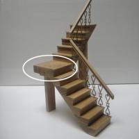 Pieza descansillo a derechas para escaleras de 2 tramos - Pieza de madera que hace de descansillo para escaleras de dos tramos que giran hacia la derecha.