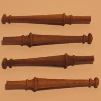 4 patas torneadas para mesa - Blister con 4 patas torneadas de madera de nogal para mesa en escala 1:12