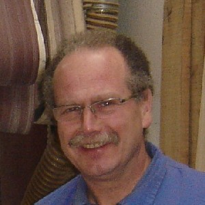 Chapeado - Pablo José Soria es el encargado del proceso de chapeado.