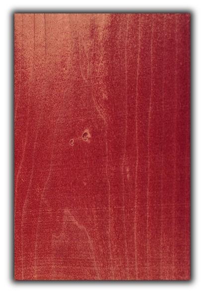 Muestra de chapa color rojo - Muestra de chapa de madera teñida en color rojo de 30 x 20 cm. aproximadamente y de 0,6 mm. de espesor.